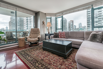 Yaletown Apartment: Rosedale Gardens 2 bedroom
