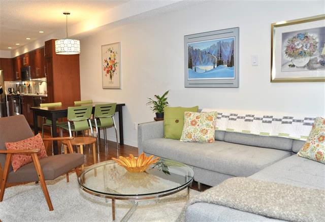 West End - Nelson Slopes Apartment for sale: Pendrell Mews 2 bedroom  Stainless Steel Appliances, European Appliance, Hardwood Floors 1,002 sq.ft. (Listed 2018-09-19)