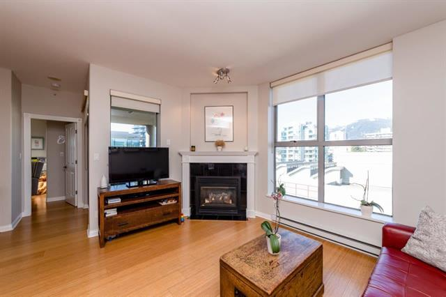 Central Lonsdale Condo: The Grande 2 bedroom