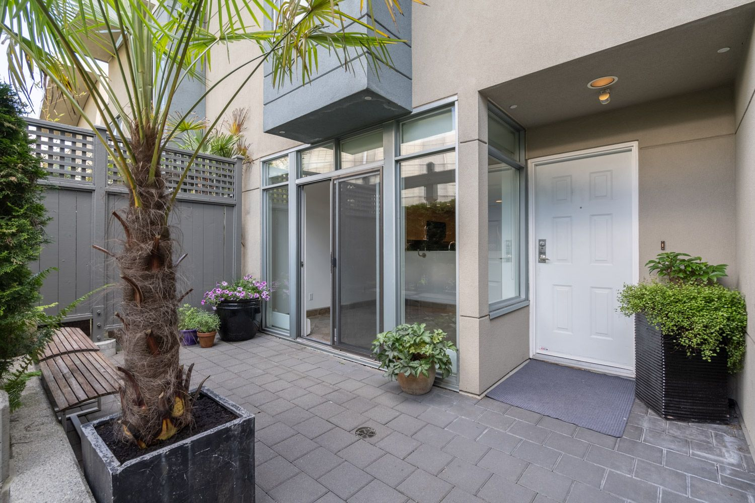 International Village - Crosstown Townhouse for sale: Europa 3 bedroom Stainless Steel Appliances, Granite Countertop, Laminate Floors 1,212 sq.ft. (Listed 2020-05-29)