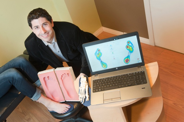hip pain, Dr Michael Horowitz using 3D Electronic Foot Scan, Vancouver Orthotics (2).jpeg