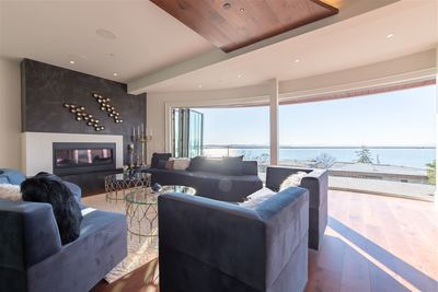 White Rock Condo for sale:  3 bedroom 3,290 sq.ft. (Listed 2018-12-11)