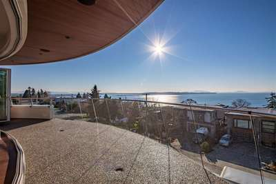White Rock Condo for sale:  3 bedroom 3,495 sq.ft. (Listed 2018-12-11)