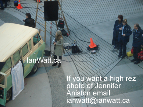 "Jennifer Aniston filming a new movie ""Traveling"" photos by Ian Watt 2"