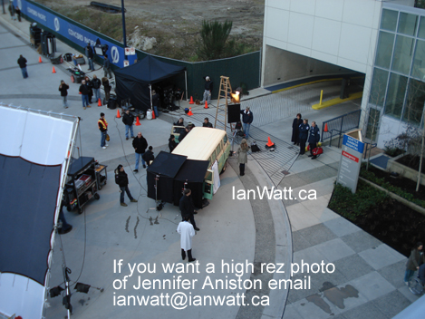 "Jennifer Aniston filming a new movie ""Traveling"" photos by Ian Watt 3"