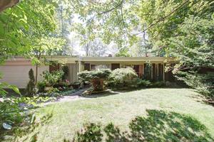 Lorne Park Single Family Detached for sale:  4 bedroom 3,000 sq.ft. (Listed 2017-10-21)