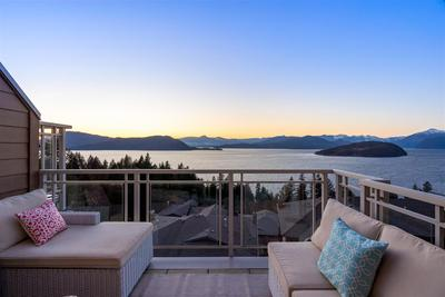 Howe Sound Townhouse for sale:  3 bedroom 2,685 sq.ft. (Listed 2019-03-09)