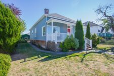 Downtown Ladysmith Rancher with Shop for sale:  3 bedroom 1,536 sq.ft. (Listed 2020-09-14)