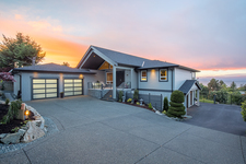 North Nanaimo 2 storey - Main Level Entry for sale:  4 bedroom 4,181 sq.ft. (Listed 2018-07-13)