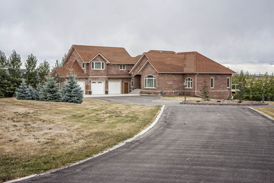 Rural Foothills M.D. House for sale - 4 beds - EVERYTHING is WELL DONE!