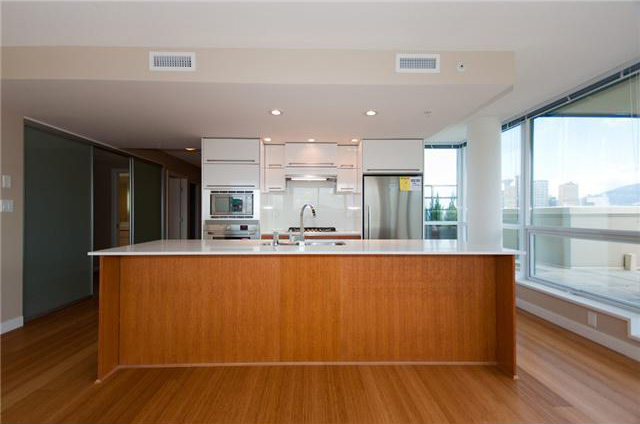 #804 - 718 Main Street (Ginger) Kitchen - Crosstown Vancouver Condos for Sale