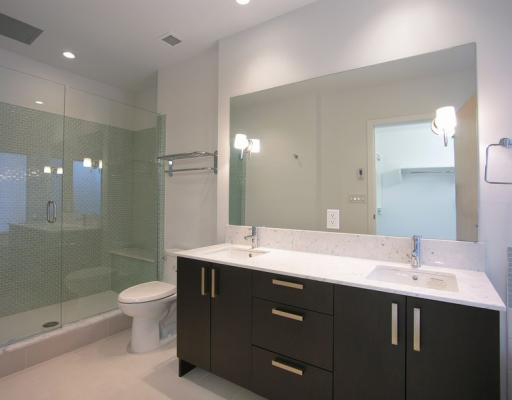 546 Beatty St (540 Beatty) - Bathroom by Jay McInnes