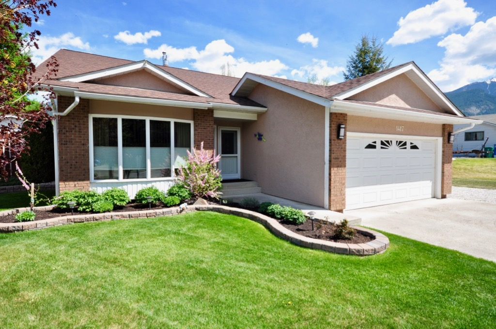 Selkirk Heights Single Family Residential for sale:  5 bedroom 2,420 sq.ft.