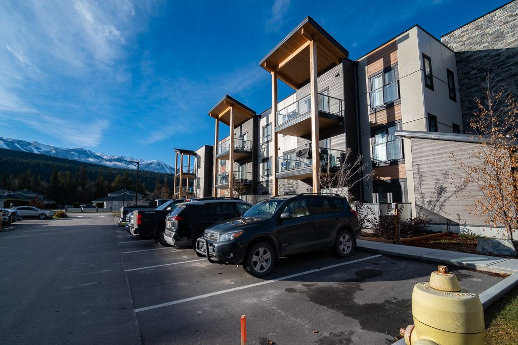 Golden, BC  Apartment Condo for sale: Rocky Pointe 2 bedroom 905 sq.ft.