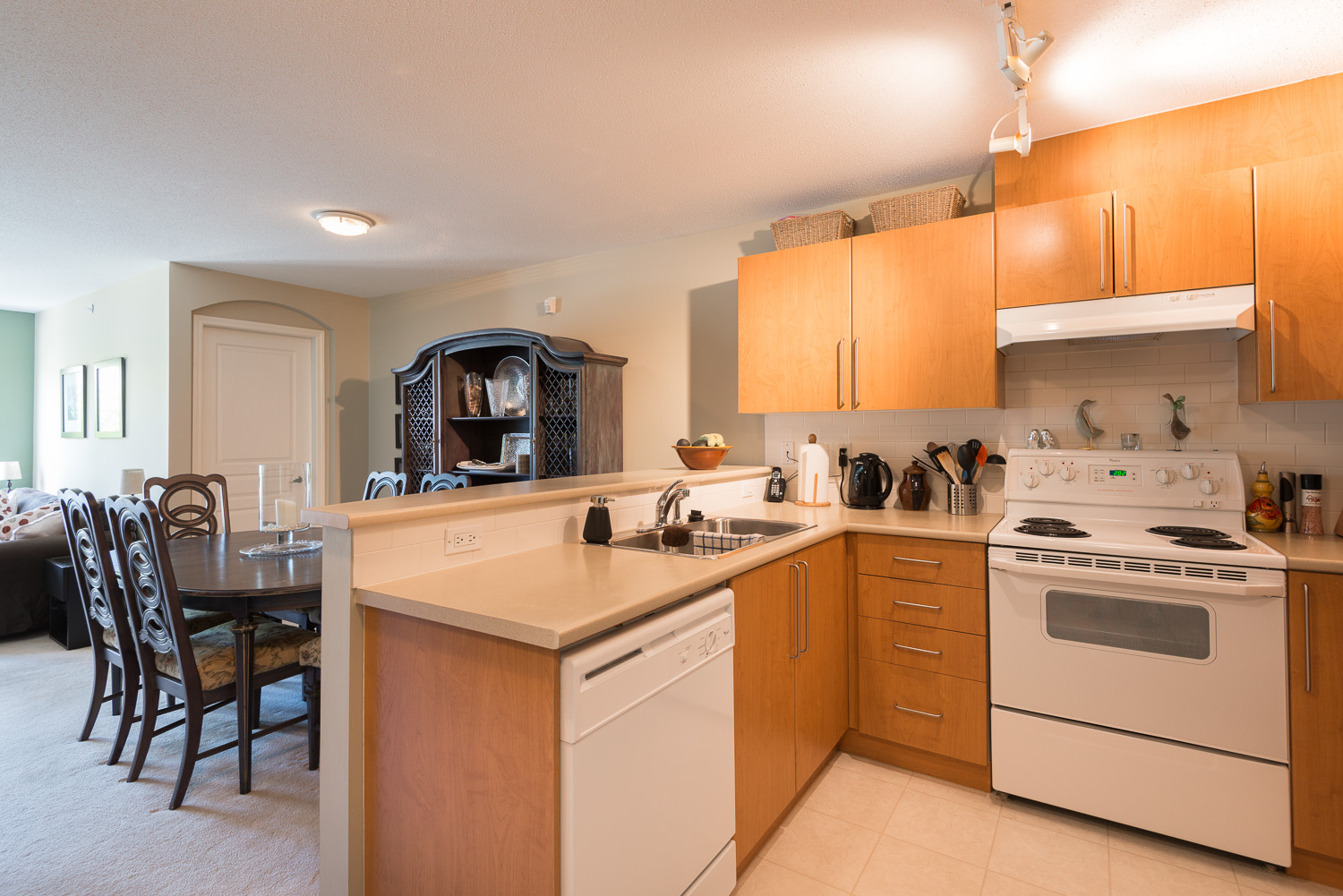 Lynn Valley Condo for sale: Highgate 2 bedroom 823 sq.ft.