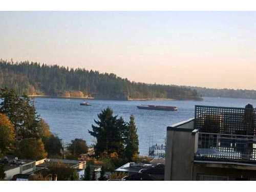 Ambleside Condo for sale:  2 bedroom  Stainless Steel Appliances, Granite Countertop, Tile Backsplash, Dark Hardwood Floors 1,080 sq.ft. (Listed 2011-02-07)
