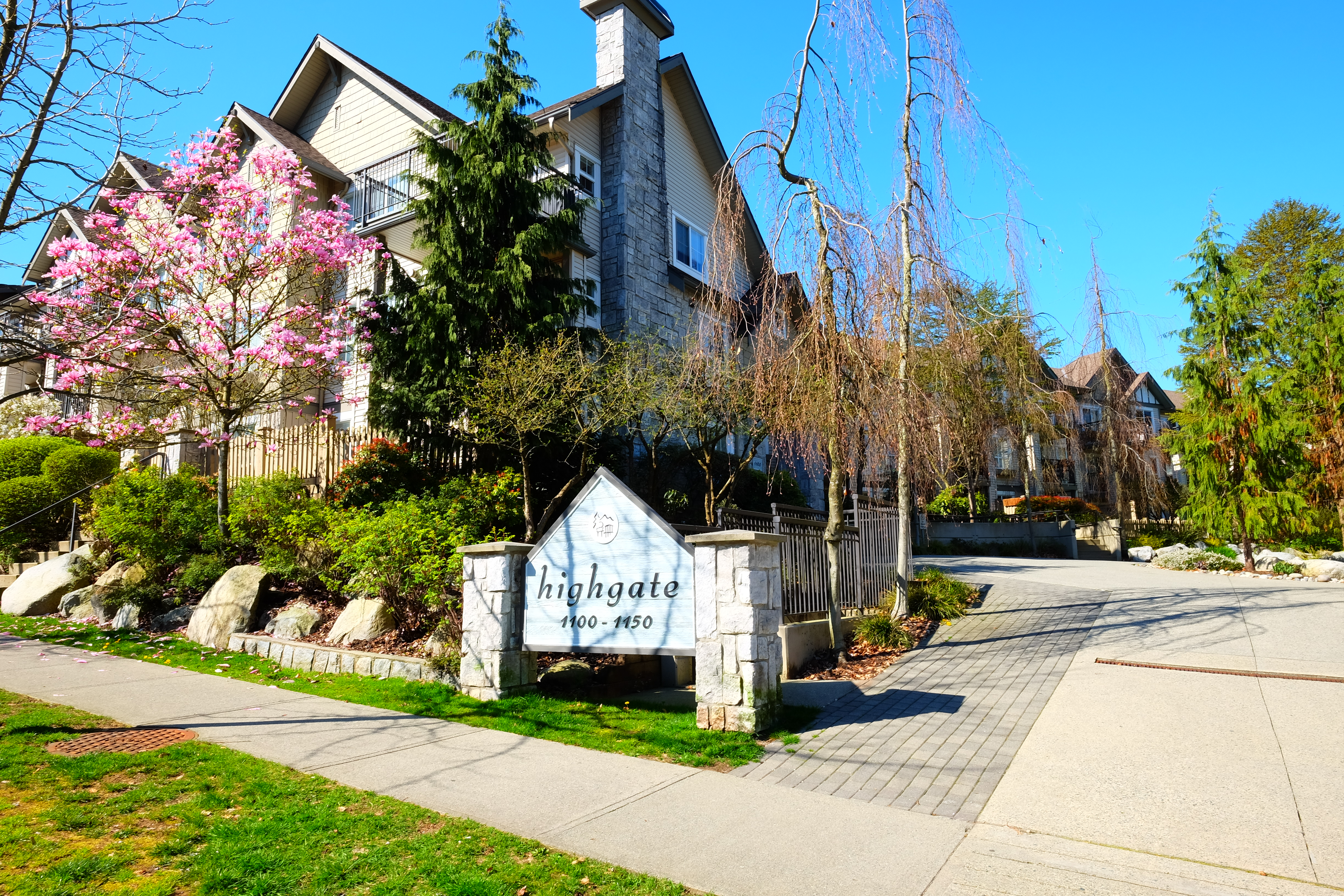 North Vancouver Condo for sale: Highgate 2 bedroom 836 sq.ft.