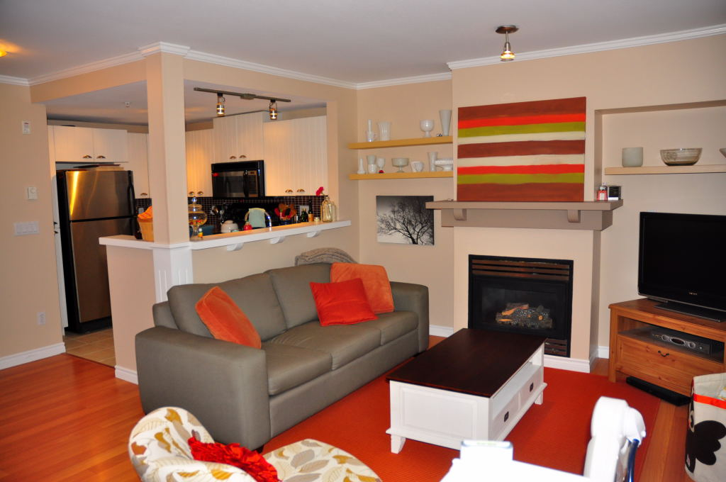 Lynn Valley Townhouse for sale:  2 bedroom 1,012 sq.ft.