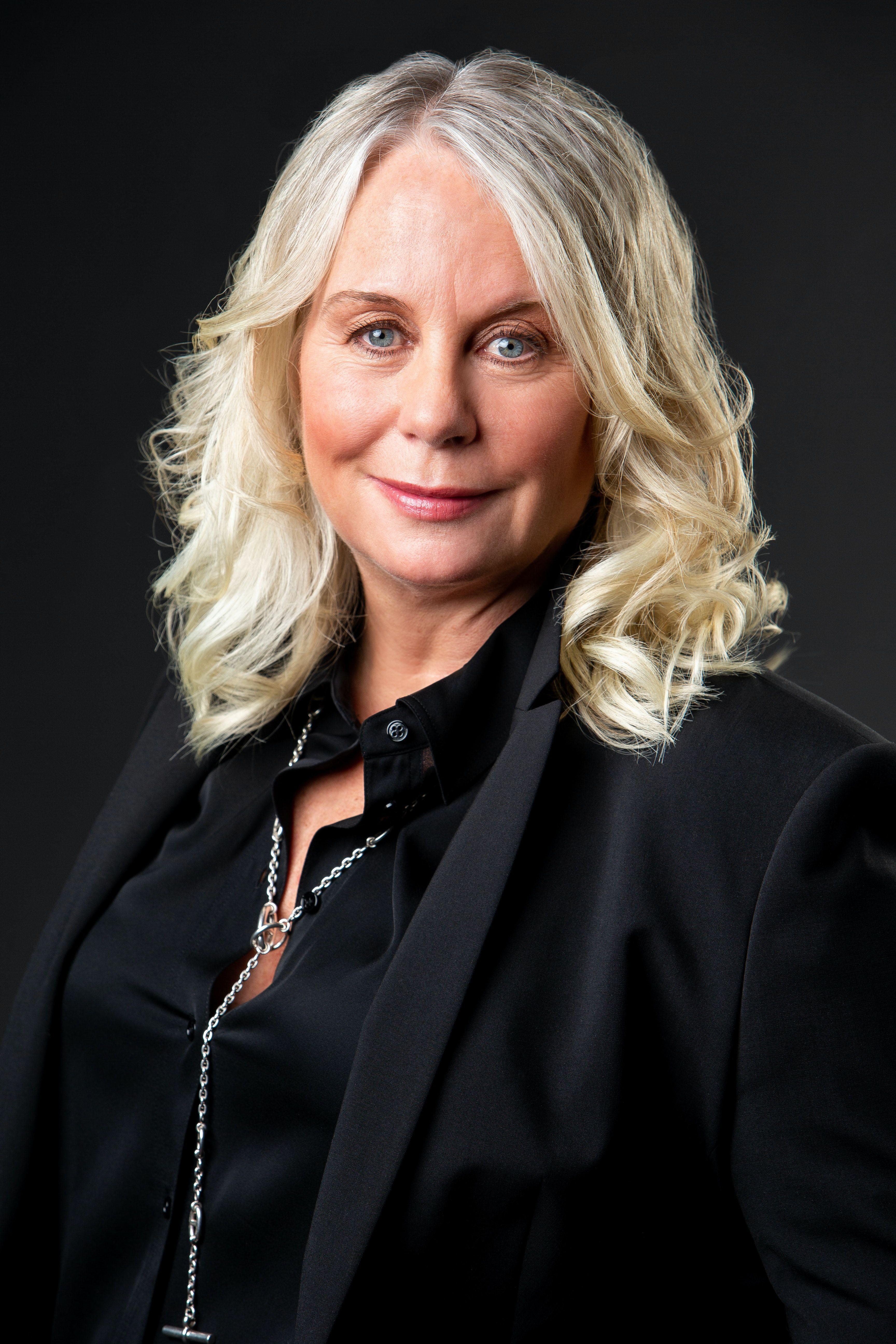 Debbie Komitsch-headshot