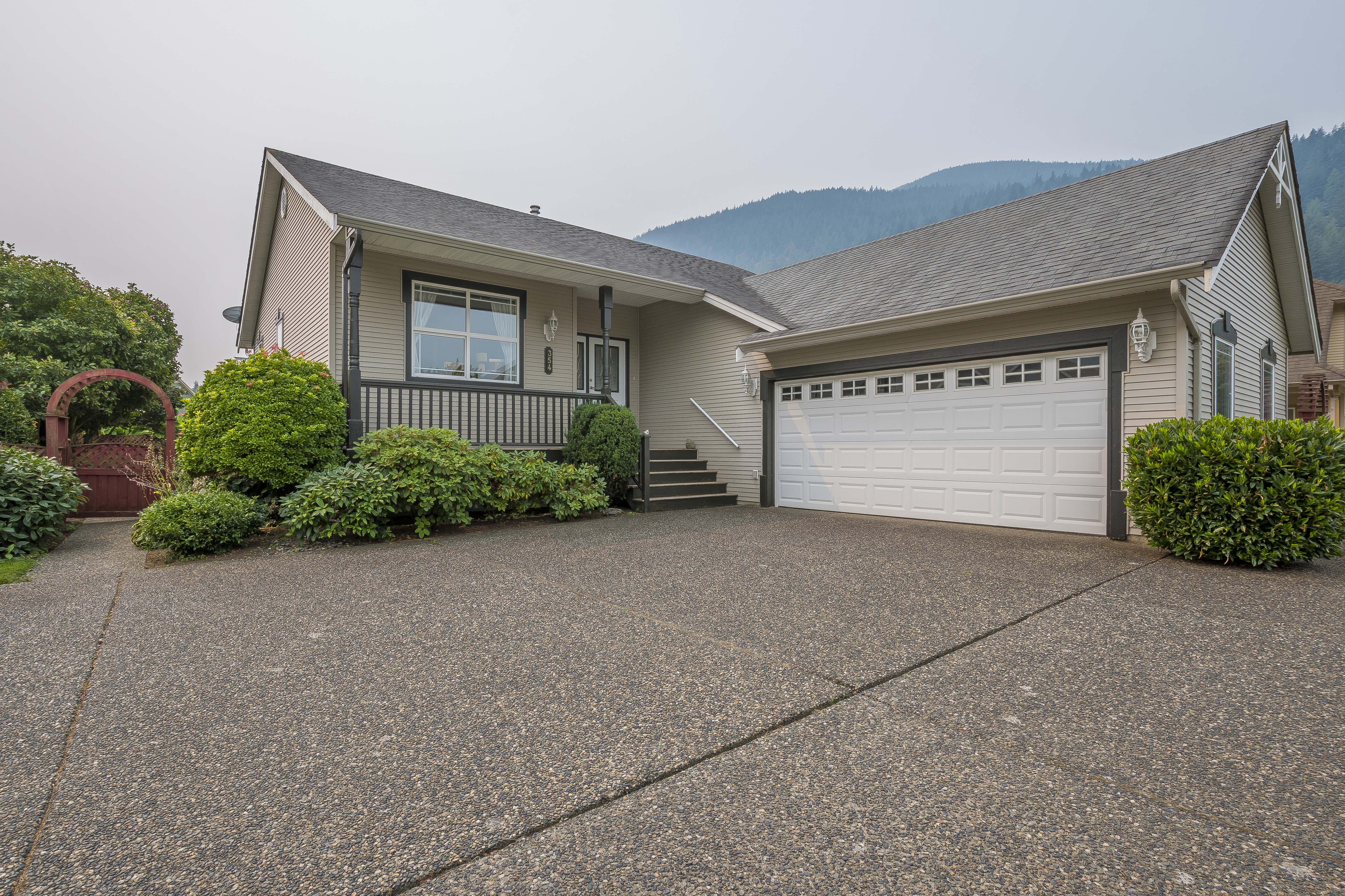 Harrison Hot Springs House for sale:  2 bedroom  Stainless Steel Appliances, Laminate Floors 1,326 sq.ft. (Listed 2018-08-20)