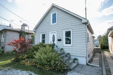 Stoney Creek Detached for sale:  2+1  (Listed 2017-09-05)