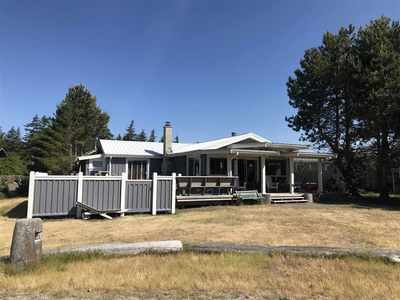 Thormanby Island, Beautiful Vaucroft Beach Cabin for sale:  5 bedroom 1,368 sq.ft. (Listed 2018-06-05)
