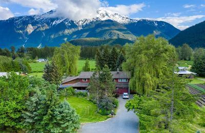 Pemberton House with Acreage for sale:  6 bedroom 2,424 sq.ft. (Listed 2020-06-15)