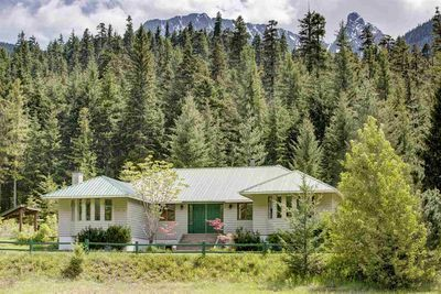 Devine House with Acreage for sale:  4 bedroom 2,619 sq.ft. (Listed 2020-06-15)
