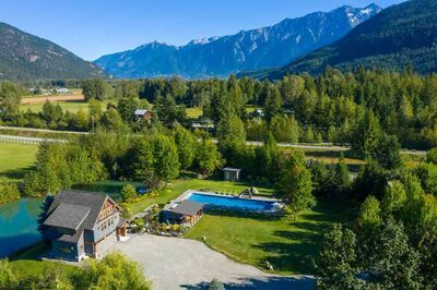 Pemberton Meadows House with Acreage for sale:  1 bedroom 1,049 sq.ft. (Listed 2020-09-14)