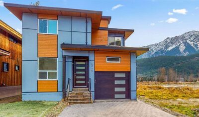 Pemberton House/Single Family for sale:  6 bedroom 2,307 sq.ft. (Listed 2020-12-06)
