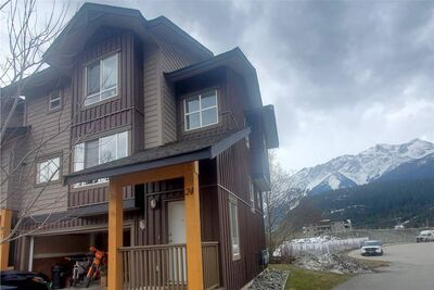 Pemberton Townhouse for sale:  3 bedroom 1,339 sq.ft. (Listed 2021-04-08)