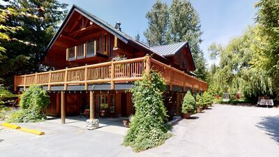 Pemberton Home With View for sale:  9 bedroom 4,885 sq.ft. (Listed 2021-04-24)