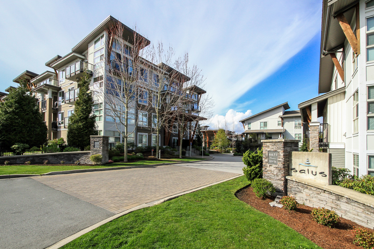 West Newton Condo for sale:  1 bedroom 715 sq.ft. (Listed 2017-04-05)