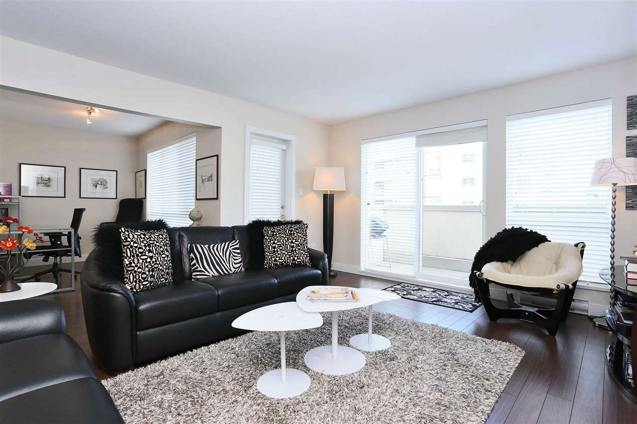 Grandview Surrey Condo for sale:  1 bedroom 904 sq.ft. (Listed 2016-10-15)