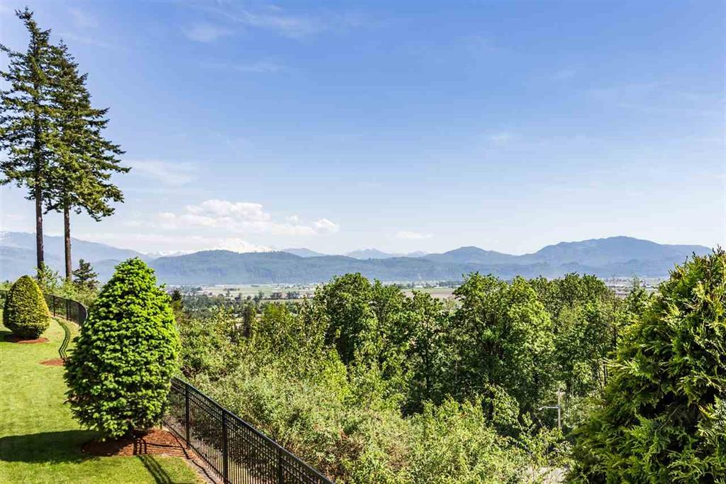 Abbotsford Apartment for sale:  3 bedroom 1,725 sq.ft. (Listed 2018-05-14)