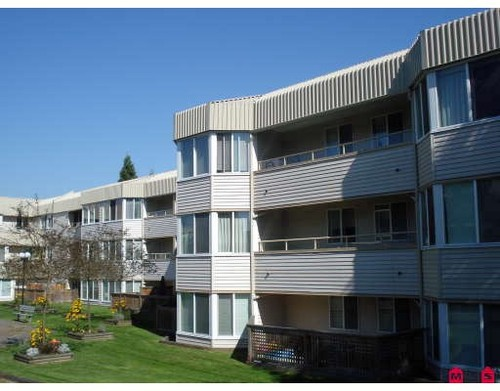 Cedar Hills Condo for sale:  2 bedroom  Laminate Floors 1,020 sq.ft. (Listed 2009-08-20)