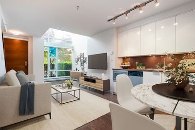 Downtown Townhouse for sale: Cosmo 1 bedroom 845 sq.ft. (Listed 2021-05-26)