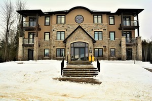 eQuinelle Condo Apartment for sale:  2 bedroom  Stainless Steel Appliances, Granite Countertop, Hardwood Floors  (Listed 2018-01-18)