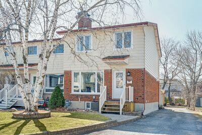 Laurentianview Row / Townhouse for sale:  3 bedroom  Stainless Steel Appliances, Tile Backsplash, Hardwood Floors, Plush Carpet  (Listed 2021-04-06)