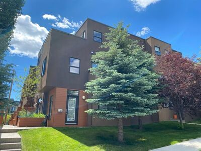 South Calgary Row/Townhouse for sale:  3 bedroom 1,679 sq.ft. (Listed 2020-02-14)