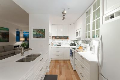 Kitsilano Condo for sale:  1 bedroom 668 sq.ft. (Listed 2018-04-25)
