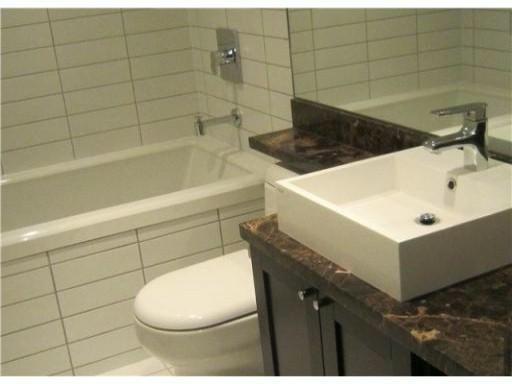 4888 Nanaimo St, Vancouver - Bathroom
