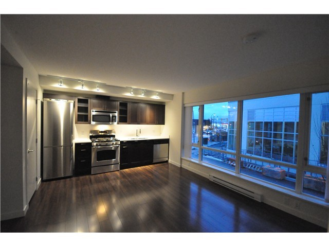 4888 Nanaimo, Vancouver, living