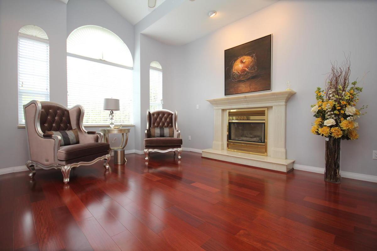2941 Southcrest Dr-large-013-Living Room-1500x1000-72dpi.jpg
