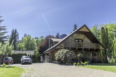 Squamish Brackendale home for sale on gorgeous 1/2 acre property