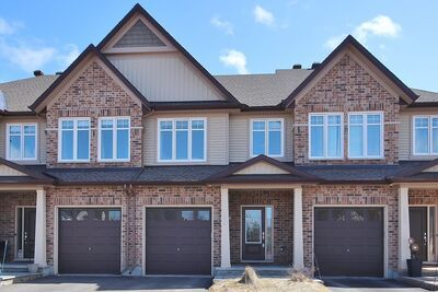 Findlay Creek Row / Townhouse for sale:  3 bedroom  (Listed 2021-04-06)