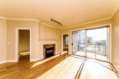 Lower Lonsdale Apartment for sale: Seascape Landing 2 bedroom 774 sq.ft. (Listed 2019-03-14)