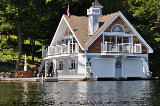 Rosseau Lake Boathouse - www.thefinchams.ca