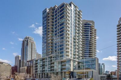 Downtown West End Apartment for sale: 2 bedroom 902 sq.ft.