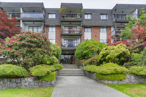 Lower Lonsdale Condo for sale:  1 bedroom 667 sq.ft. (Listed 2018-06-11)